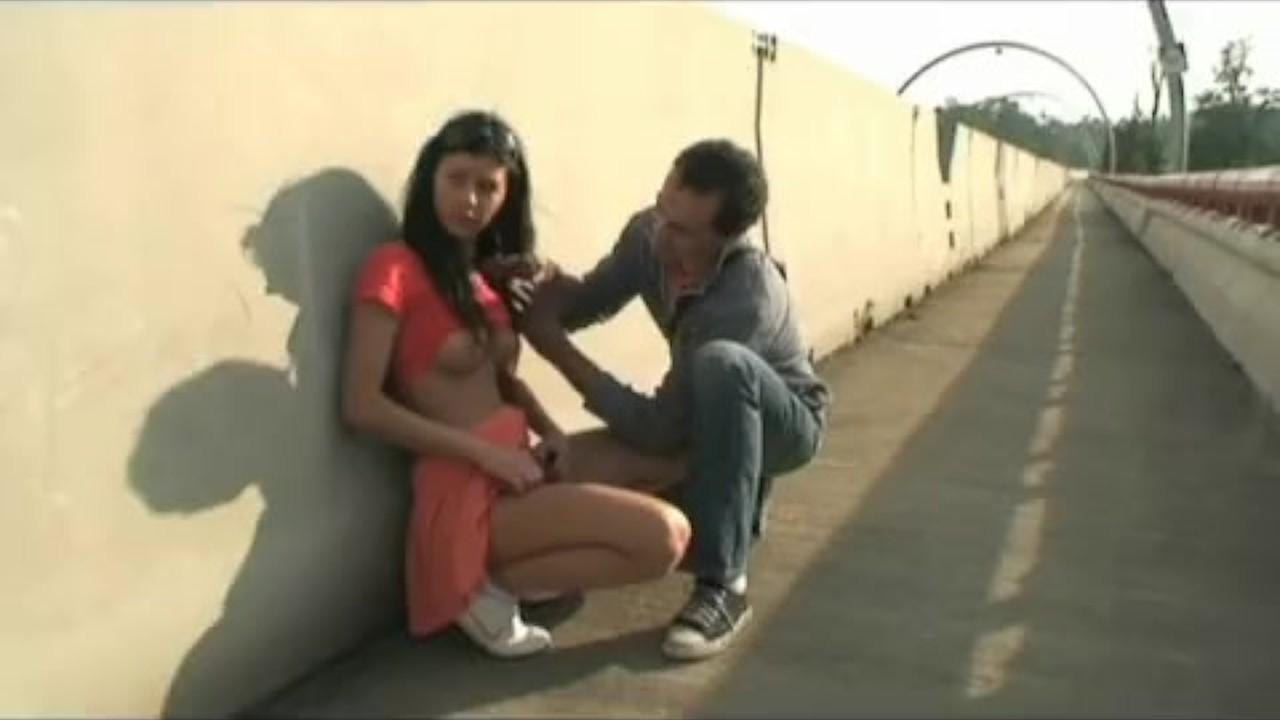 онлайн приставание на улице порно