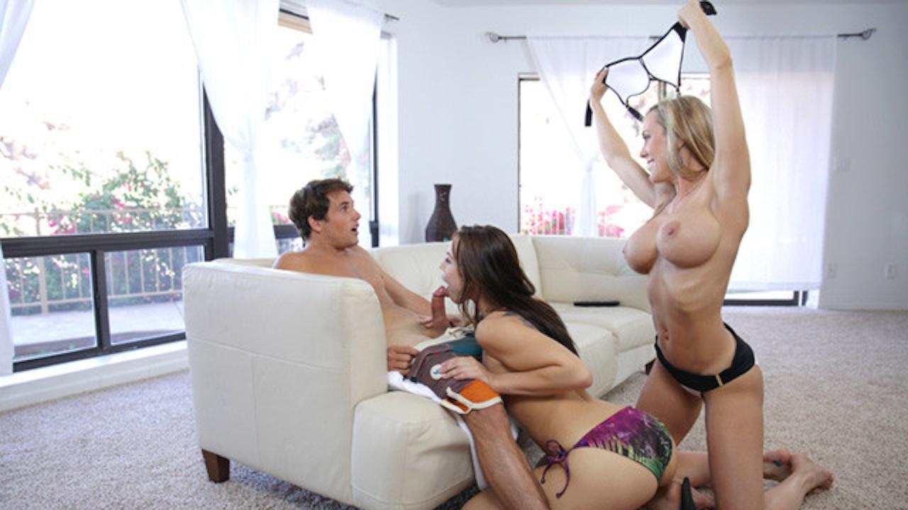 Мужик с надетым страпоном поимел в два члена свою девушку ...