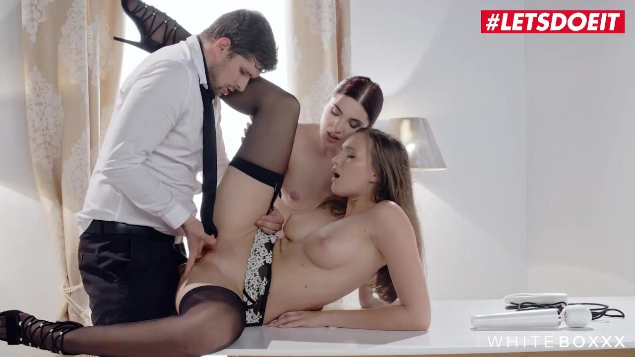 Смотреть порно онлайн парень трахает сразу двух телок фото 239-998