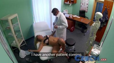 Врач трахнул пациентку на приеме